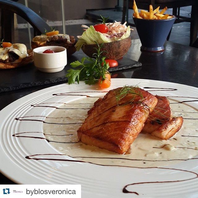 I love Lebanese food and I think we can all agree on that but when i get a chance to have Salmon ... (Byblos Veronica)