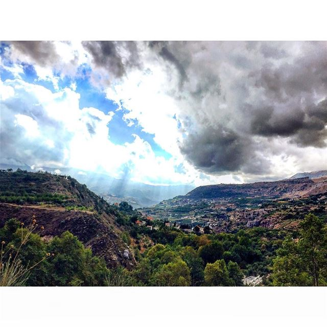 A majestic view on the village of Mejdel (Mejdel Akoura)