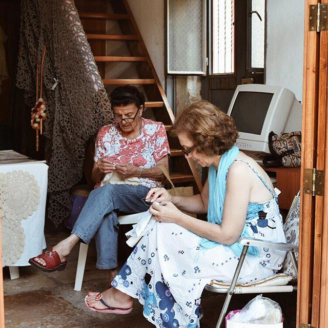 Knitting and telling stories ... liveauthentic DoumaByALocal (Douma, Liban-Nord, Lebanon)