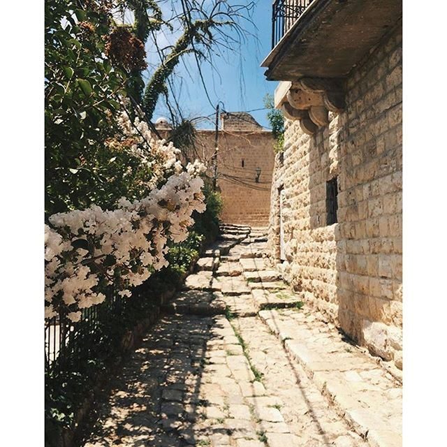 What about a morning walk in the old streets of Deir el Qamar ? (Dair al-Qamar)