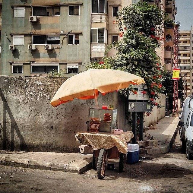 عصرونيّة ؟ [Photo by @vickyayoub] lebanonbyalocal lbl beirut beirutbyalocal beyrouth lebanese authentic liveauthentic old retro vintage (Beirut, Lebanon)