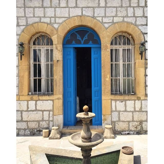 Wish we could go back to the days when doors were kept open 💙 liveauthentic (Aramoun, Keserwan)