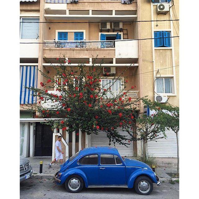 Summer scene in the streets of Beirut ❤️🚙💙 (Beirut, Lebanon)