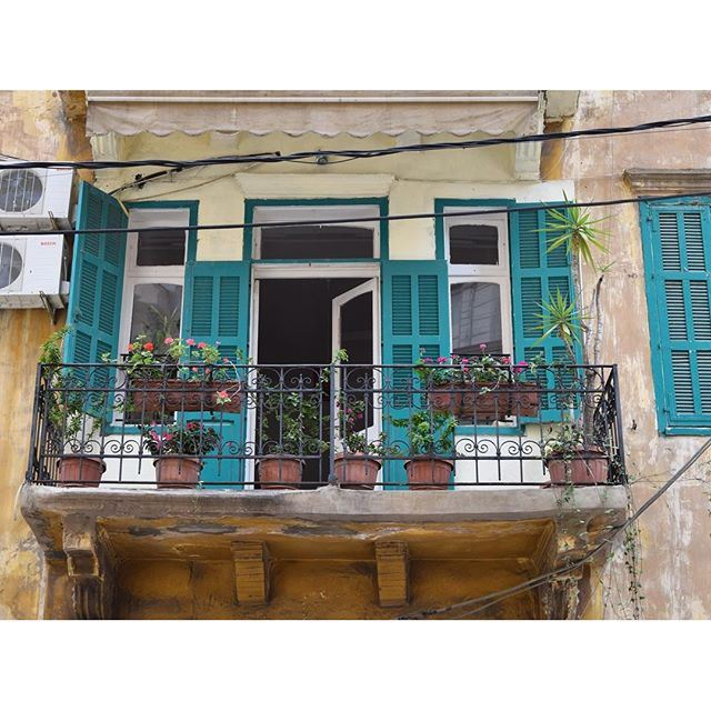 The perfect spot to invite the neighbor for an afternoon coffee ☕️🌿🌺 liveauthentic (Mar Meter - Achrafieh)
