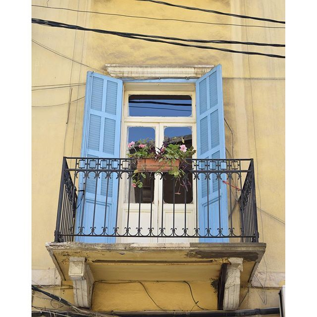 Even the smallest balconies are enough to make our facades prettier 💙 🌺🌿 liveauthentic (Achrafieh, Lebanon)