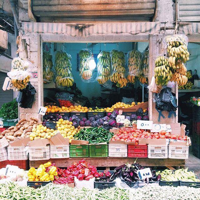 Colorful Sunday morning shopping 🍋🍅🌶🍌🍎🍏🍊🍆 liveauthentic (Burj Hammud)