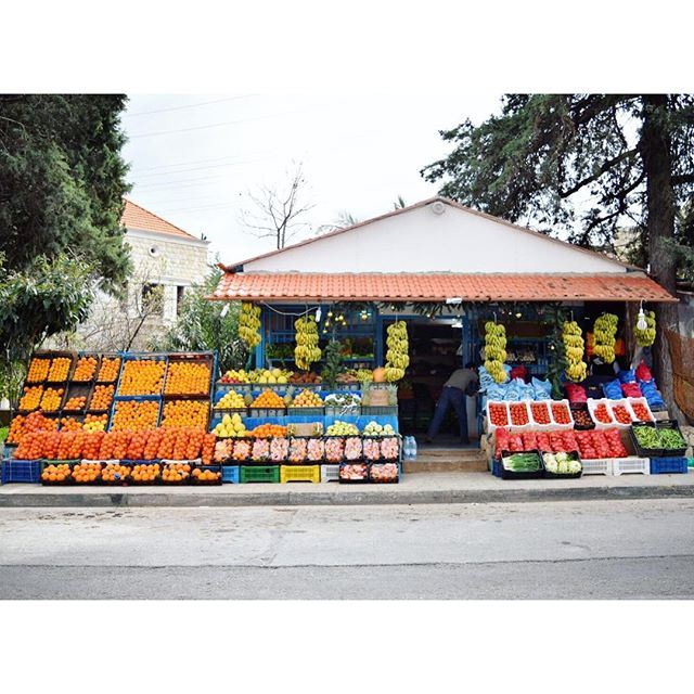 Fruits and vegetables coloring the street 🍊 🍌🍍 🍈 liveauthentic (Koura)