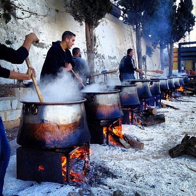 Ma2jouren ladies and gentlemen. Delicious harisi men ta7t dayet a7laaa ahel yaroun! simplyaroun