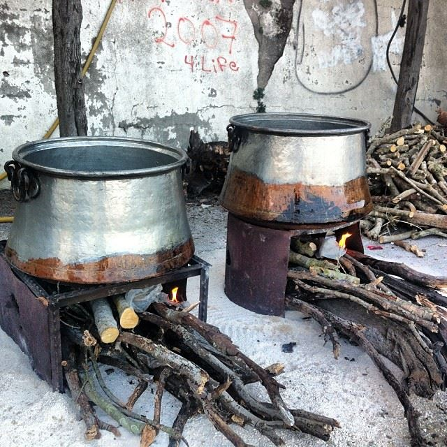 And let the harisi making begin! Wish all of you were here to taste :) Yaroun Ma2joureeen Volunteering BeautifulEvent 3anRou7alHussain Yummy Hamdillah