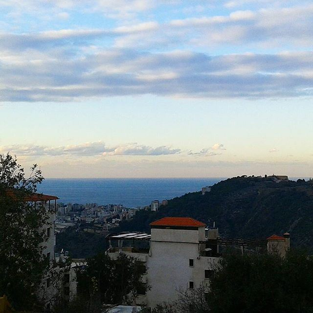 Quand la mer touche le sommet cloudysky bluewaters mediterraneansea