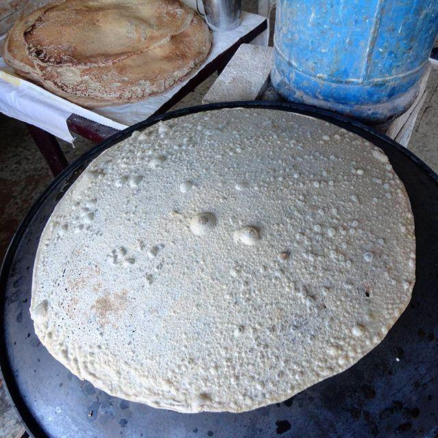 saj petitdejeuner man2ouche lebanesetradition صاج منفوشة sajbread bread