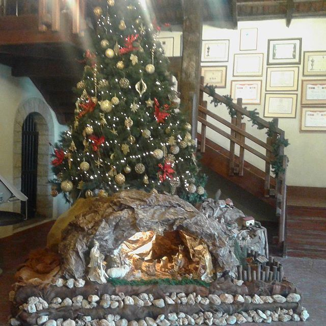 chateauksara christmas sapin decoration (Château Ksara)