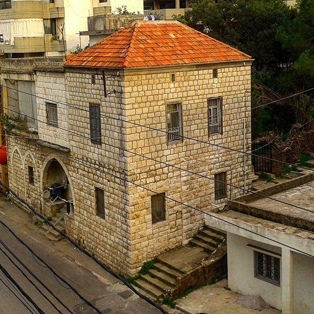 architecture oldlebanesearchitecture oldlebanonhouses lebanonhouses redbrick oldstonehouses oldstucture (Mazraat Yachoua)