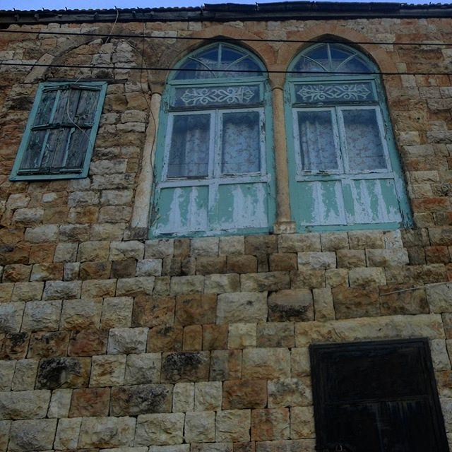 oldstucture oldlebanonhouses oldlebanesearchitecture livelovehardine beautifulvillage oldstonehouses oldarchitecture oldwindows (Hardine, Lebanon)