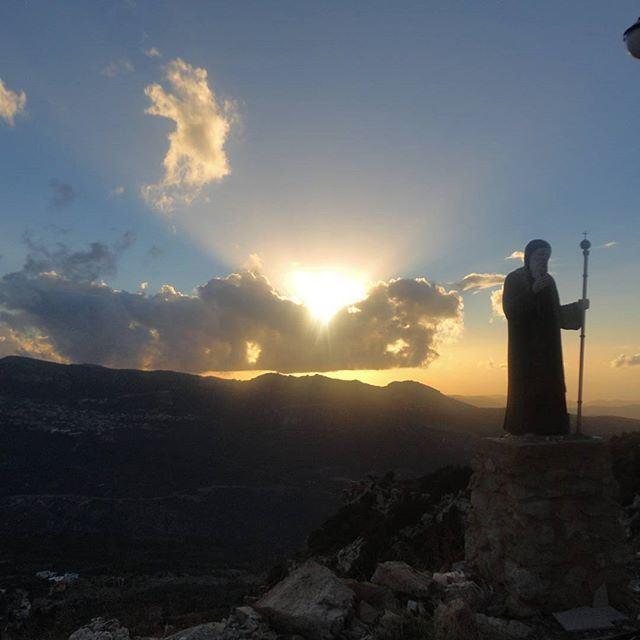 St maron sunset coucherdusoleil sunsoleilorange cloudysky (Hardine, Lebanon)