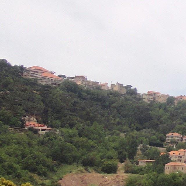 Vu de ain el sindiané village verdure beautifulnature discoverlebanon discoverlebanonsnature redbricks forestdhourshweir dhourchoueir