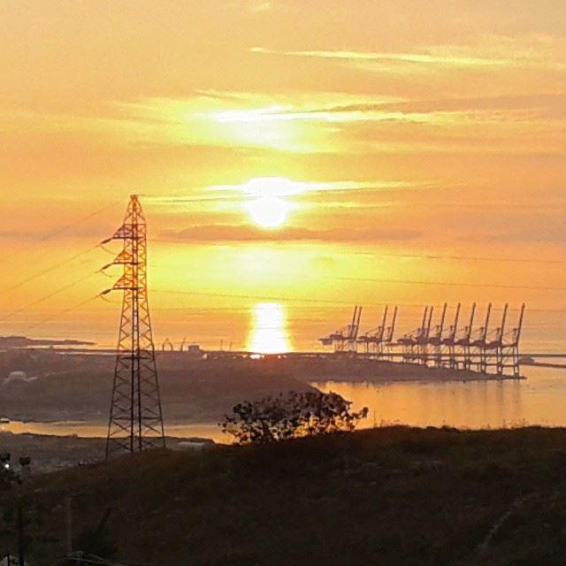 sunset sunlight reflection mediterraneansea beirut discoverlebanon discoverlebanonsnature whatsuplebanon