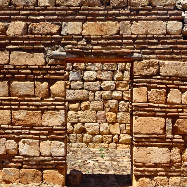 doors heritage old stonehouse stonehome architecture stonewalls (Anjar)