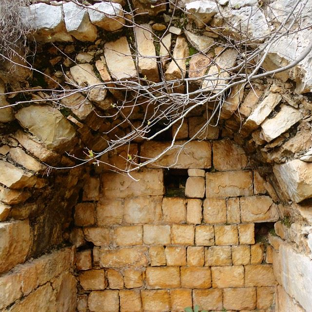 oldabandoned monastery monastere ruines ruin stonewalls architecture archleb arch