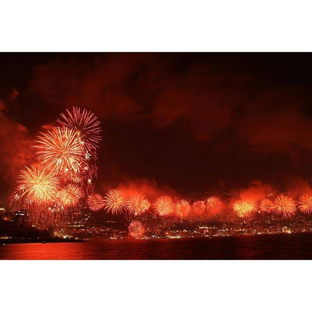 Fireworks are noctural art 🎆🎇 (Jounieh Bay)