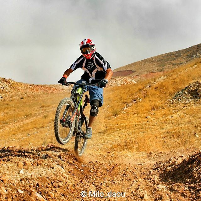 Riding on the walls 🚵🏻 treklebanon livelovebikes livelovesports mtb downhill session enduro trekbikes zaarourclub