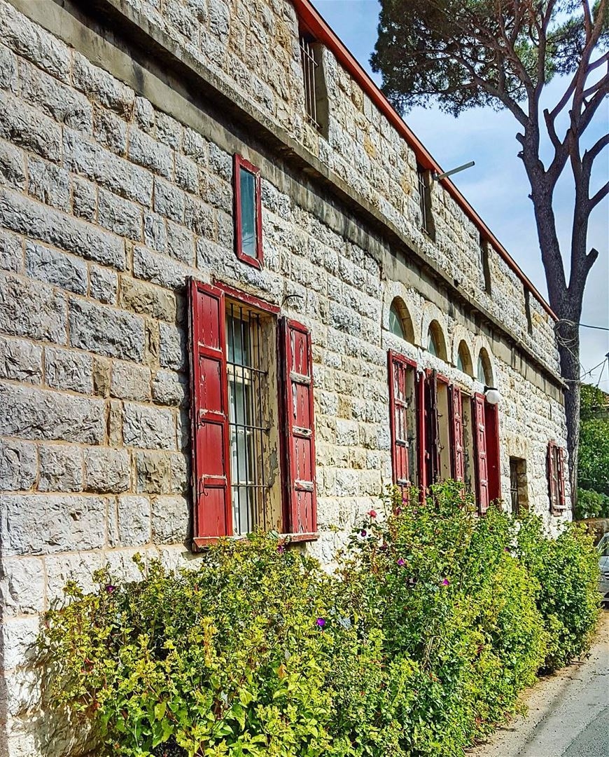 Beautiful old house #oldhouse #tradition (Sfaile)