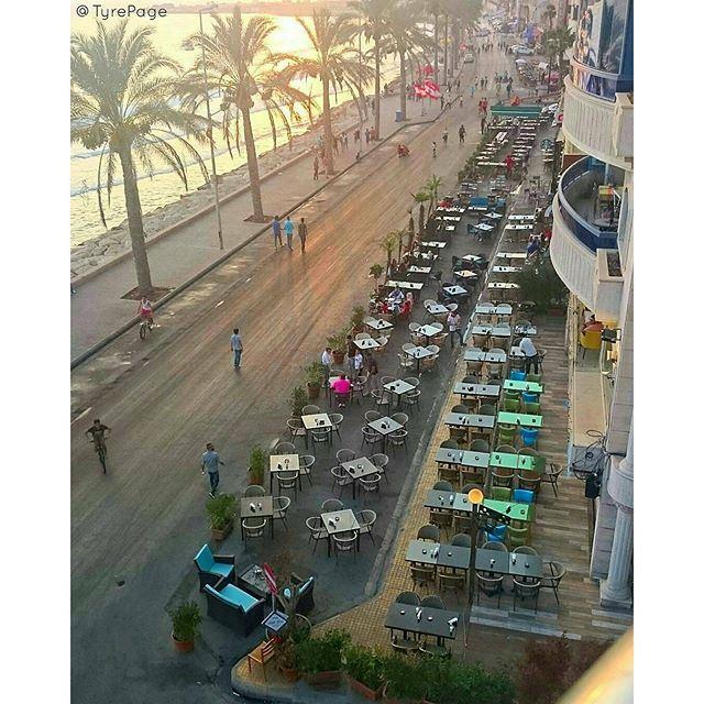 @tyrepage - ﻻ بد لنا مثل كل سبت أن نكون على موعد مع شارع المشاة، شارع لكل الناس ولكل اﻷلوان ومن كل مكان ، وتبقى صور هي الوجهة والعنوان. (Tyre, Lebanon)