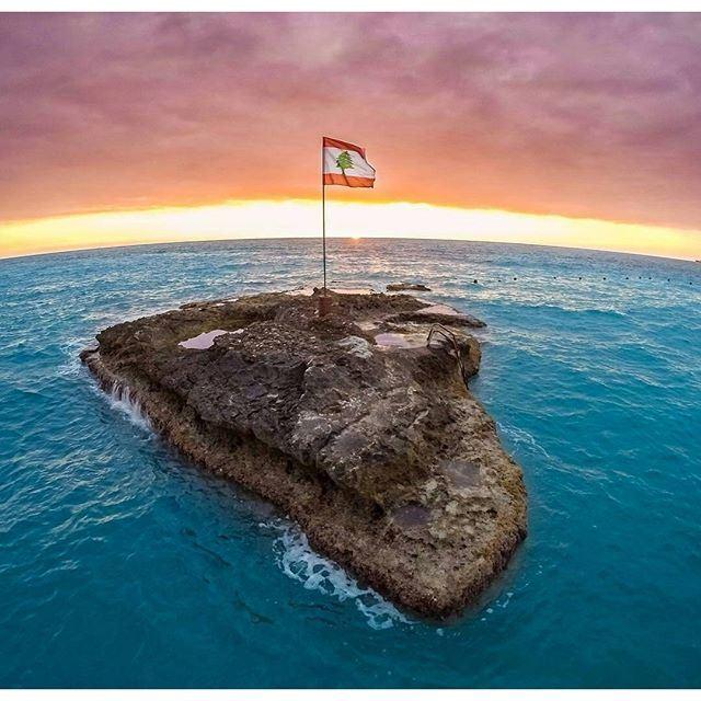 Sunset over the island 🌅🏝🇱🇧 (Batroûn)