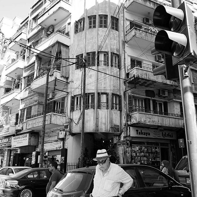 One of the most common thing to do: waiting for a driver to pick you up on the street. 🚦🚥 (Hamra, Beyrouth, Lebanon)