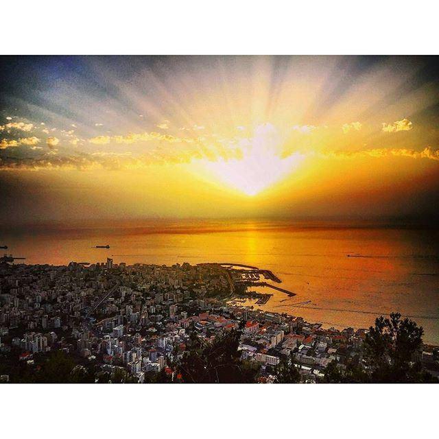 An amazing lebanese sunset 🌇 (Bay Lodge)