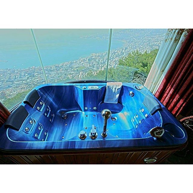 A custom-made spa tub, overlooking that magical view, just for you. (Bay Lodge)