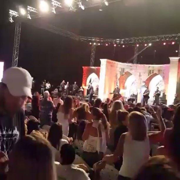 كثافة الجماهير في حفل الملك في غوسطا waelkfoury_news