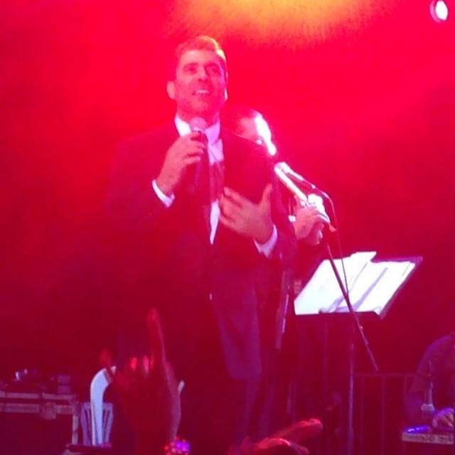 الملك يشعل مهرجانات اهمج بأغنية -ماوعدتك بنجوم الليل-waelkfoury_news