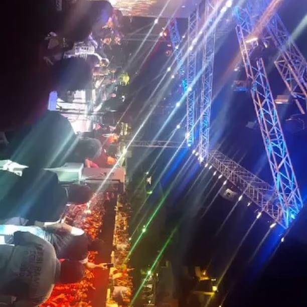 حشد الجماهير في حفل الملك في مهرجانات اهمج waelkfoury_news