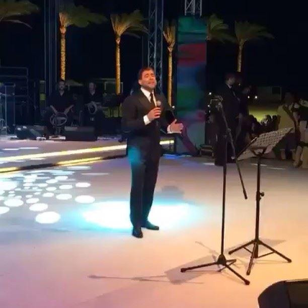 الملك يغني -ما وعدتك بنجوم الليل- في الحفلة الخاصة في مصر waelkfoury_news