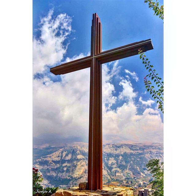 احمل صليبك ، احفظه في قلبكتفاخر به كتاج (Bka3kafra - Saint Charbel)
