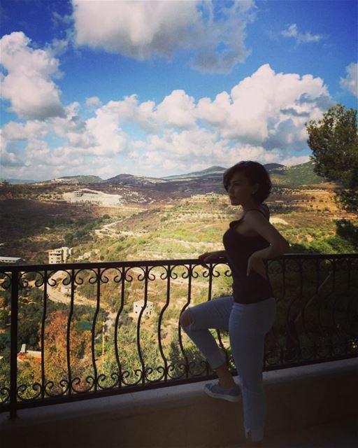 Каждый миг на земле происходят чудеса. (Lebanon)