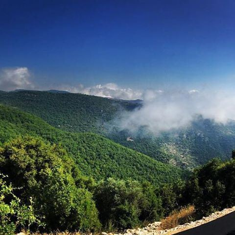 Oh misty eye of the mountain below...