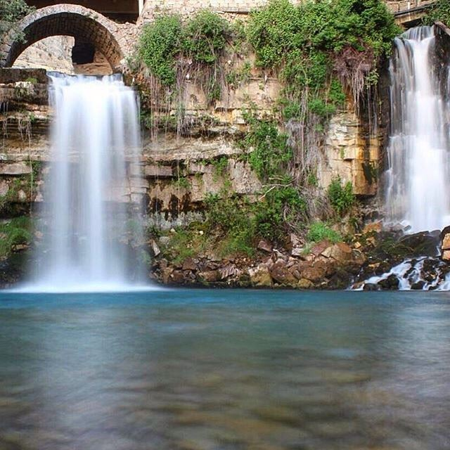 Comme une pierre que l'on jette, dans l'eau vive d'un ruisseau...Afqa-Byblos