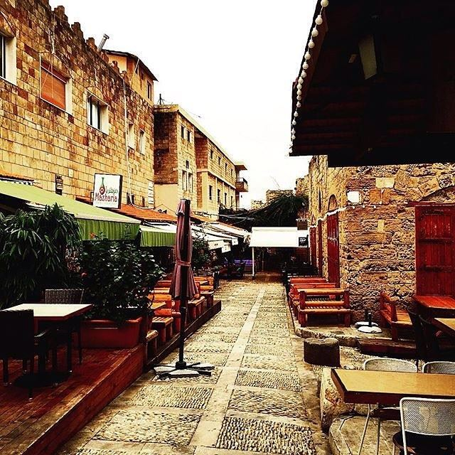 Warm smell of Byblos, rising up through the air
