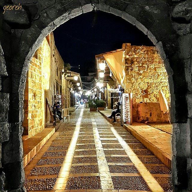 باب المدينة...