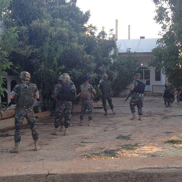الجيش اللبناني اثناء مداهمة ✌️🇱🇧 لا مفرّ من جيشنا