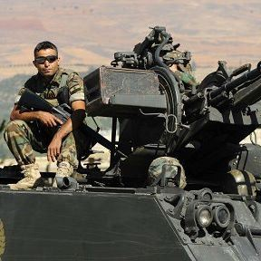 🔴🔴انفجار دورية للجيش اللبناني في جرود عرسال و الجيش يرُد باستهداف مواقع للارهابيين. الله ينصر جيشنا 🇱🇧🇱🇧🔴🔴