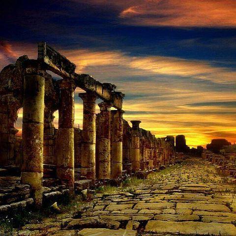 🔸Baalbak ⚱ __________________________________________________🔸🔶 lebanon baalbak lebanese castle history lebanonisbeautiful lebanonisparadise lebaneselifestyle (Ba`Albak, Béqaa, Lebanon)