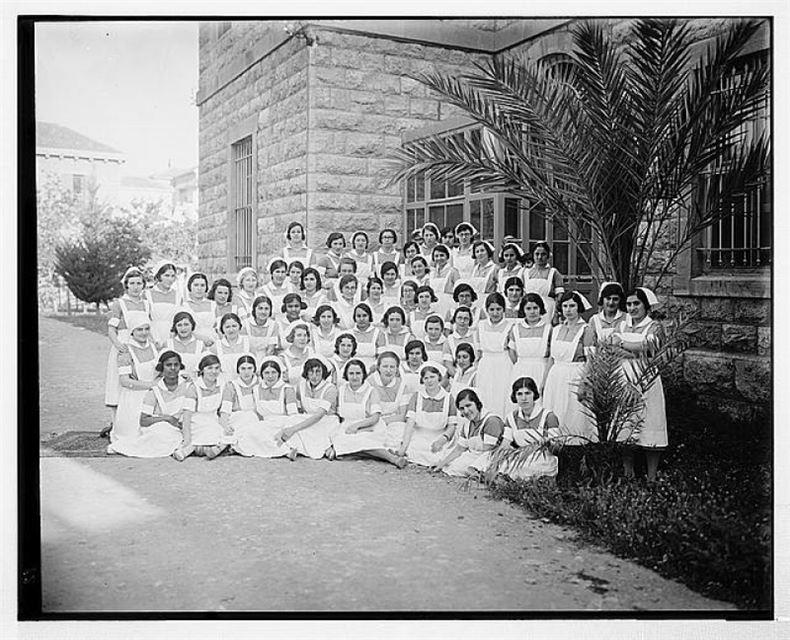 Nurses at AUB 1910