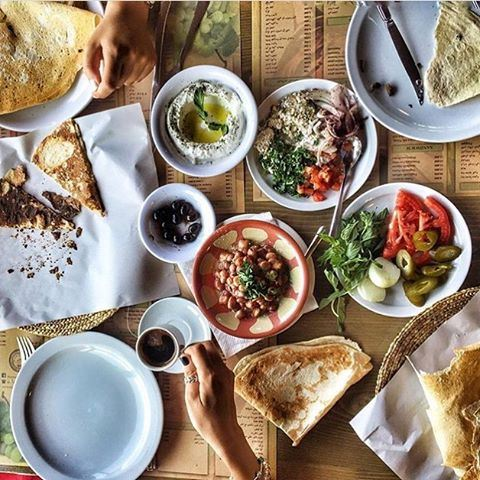 Good morning world ☀️☀️ I love Lebanese breakfasts, don't you? 😍✌️ 📷 Credits to @rajazakhour  (Annâya, Mont-Liban, Lebanon)