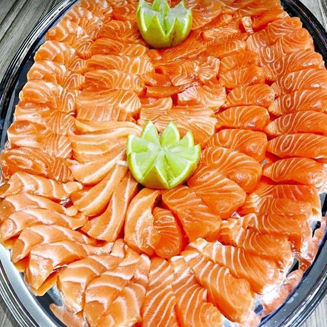 Craving some fresh salmon sashimi right now 👅🙈 . (Le Merou Fish Market)