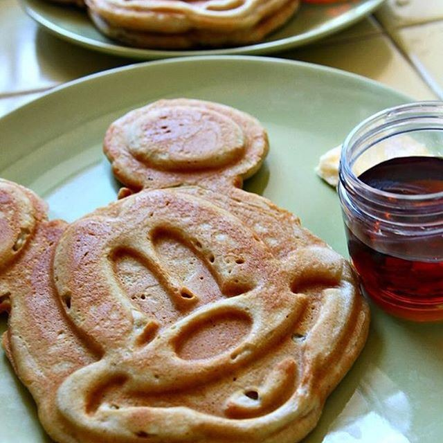 Look how cute these Mickey Pancakes / Waffles are 🙈 I used to have the same machine, no idea where it is now 😋 Happy Thursday! ☀️🎈