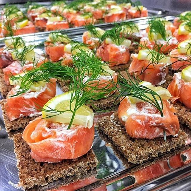 Craving these smoked salmon bites 😍👍 What's for lunch? 🍴 Credits to @foodbynatt