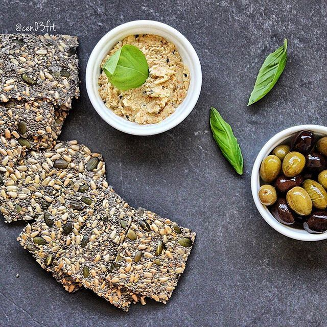 Good morning ☀️ In love with @super_healthy_homemade crackers 👍 My fave is Zaatar! The dip is almond cheese & olive oil + some olives on the side 🙌❤️ Have a great day everyone!